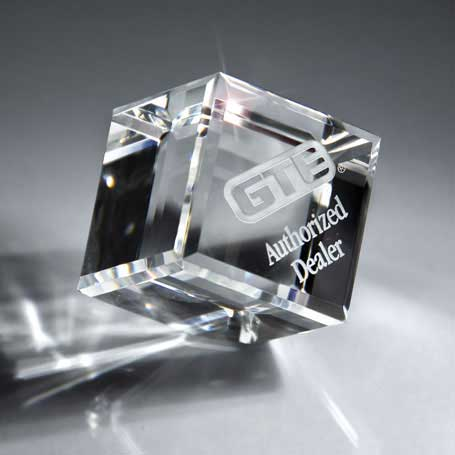 GM453A - Optic Clear Crystal Cube - Small