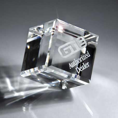 GM453B - Optic Clear Crystal Cube - Medium
